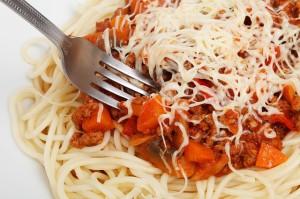emberi étel-spagetti tálon