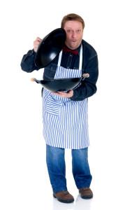 szakács edénnyel